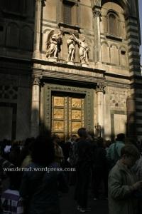 da, dort hinter den Touristen - das ist die Porta del Paradiso
