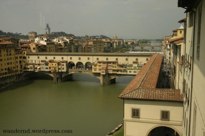 Blick auf den Ponte Vecchio und den Corridoio Vasariano