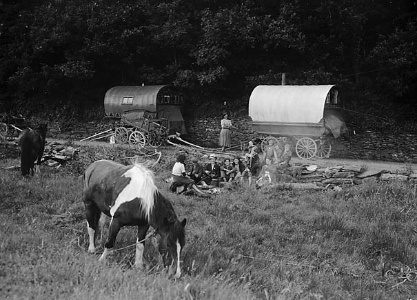 Gypsies_camping_-_probably_Swansea_(20740154331)